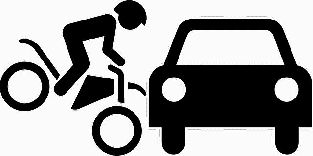 אופנוע נכנס במכונית