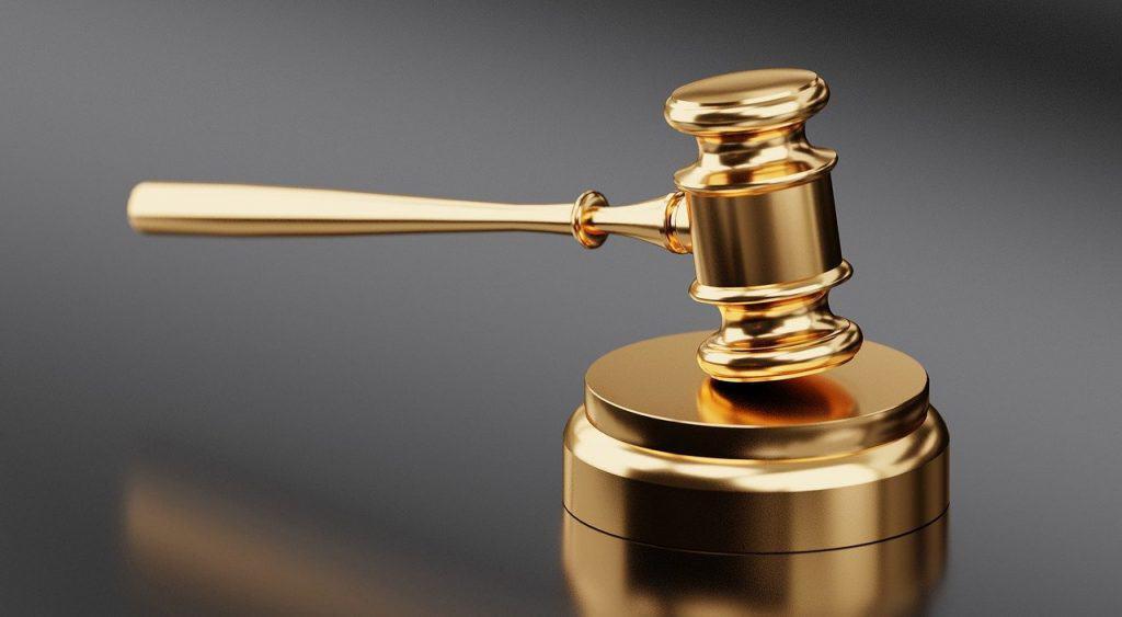 פטיש משפטי מזהב